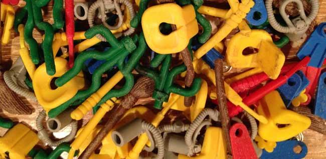 Unser Titelbild zeigt eine Auswahl erst in jüngster Zeit zusammengetragener »Lego«-Steine