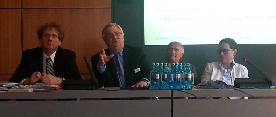 Von Rechts nach Links: Michael Braungart, Karl Janson, XXX