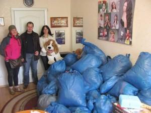Ob Osteuropa- und Ukrainehilfe (hier ein shoutoutloud-Team in Kiev, das Spenden überreicht) …