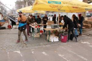 … bei der Organisation einer <i>Waste Catchers Party</i> im Frankfurter Garten …