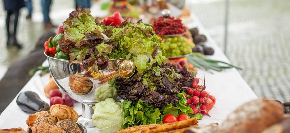»Großes Bankett gegen die Verschwendung«: Lebensmittel, die sonst weggeschmissen worden wären