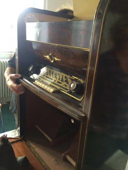 … oder antike Radios: Reparieren geht vor wegschmeißen.