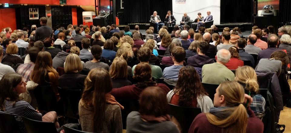 Um die 300 Zuschauer kamen im Saalbau Südbahnhof in Frankfurt am Main zusammen